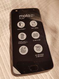 Le Moto Z² Play de face