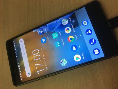 Nokia 8 de face