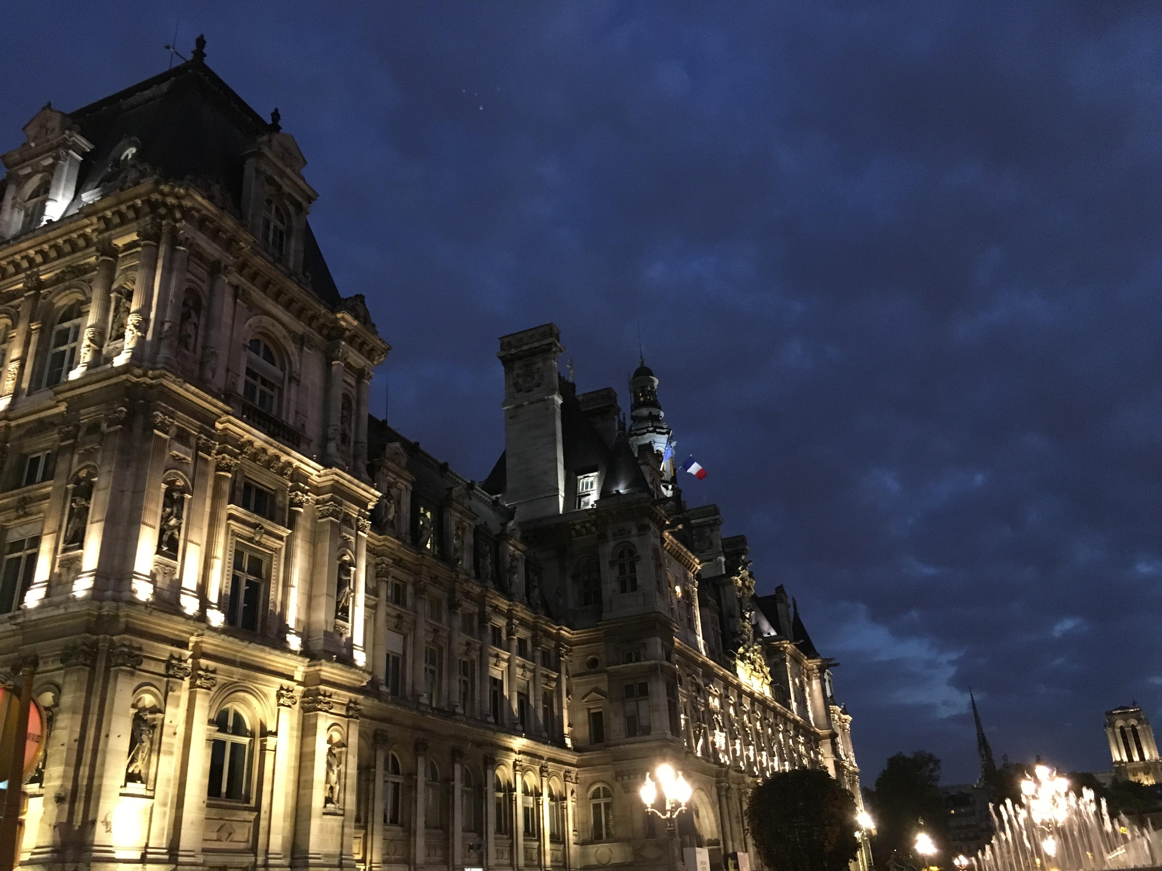 Hotel de ville nuit