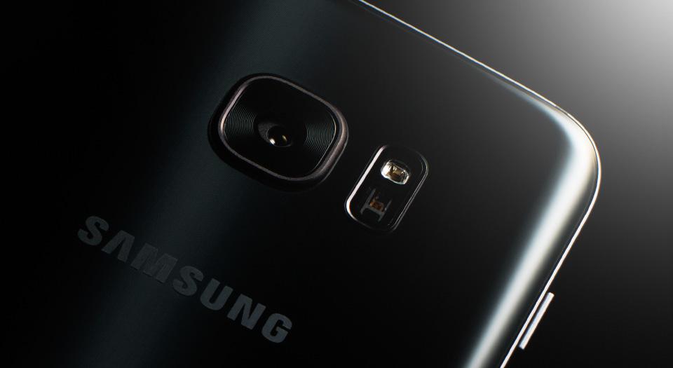 galaxy-s7_design_strong_grip_phone_visual01.jpg