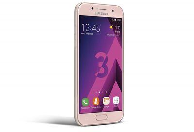 Samsung Galaxy A3 2017 Rose Face Droite.jpg